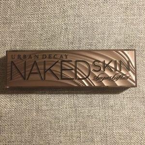 Urband Decay Naked Skin Shapeshifter Light/Med